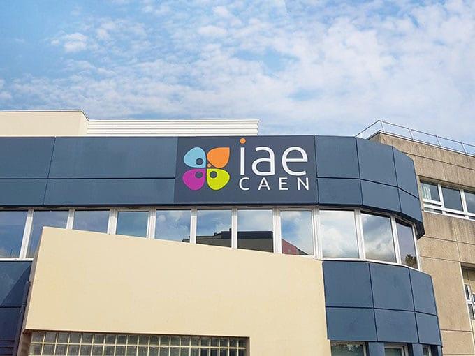IAE – Enseigne publicitaire